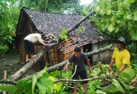 Seputar nama-nama korban terjangan angin puting beliung di Ngawi