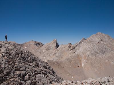 Contemplant el Demirkazık, el cim més alt de la regió
