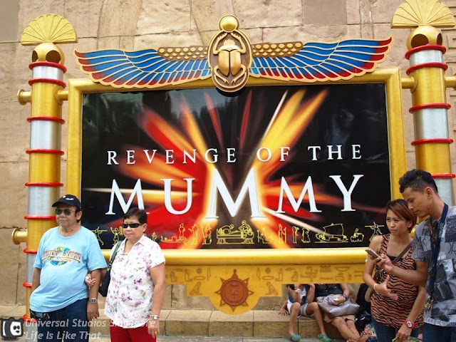 Two Hours Queuing Inside Universal Studios Singapore! picture singapore free easy  photo