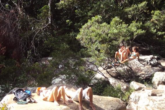 Banho de sol na Cachoeira da Farofa