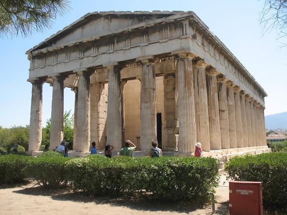 Teseio o Templo de Hefesto en la cima de la colina de Ágoraios Kolonos en el ágora (Acrópolis)