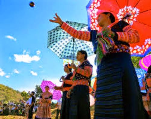 h 001 Vui ném pao cùng người dân tộc Mông