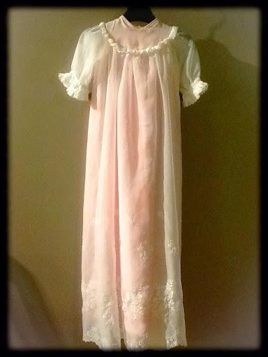 Jag fick en beställning på en ny underklänning till dena ljuvliga  dopklänning. 635d0b03f448b