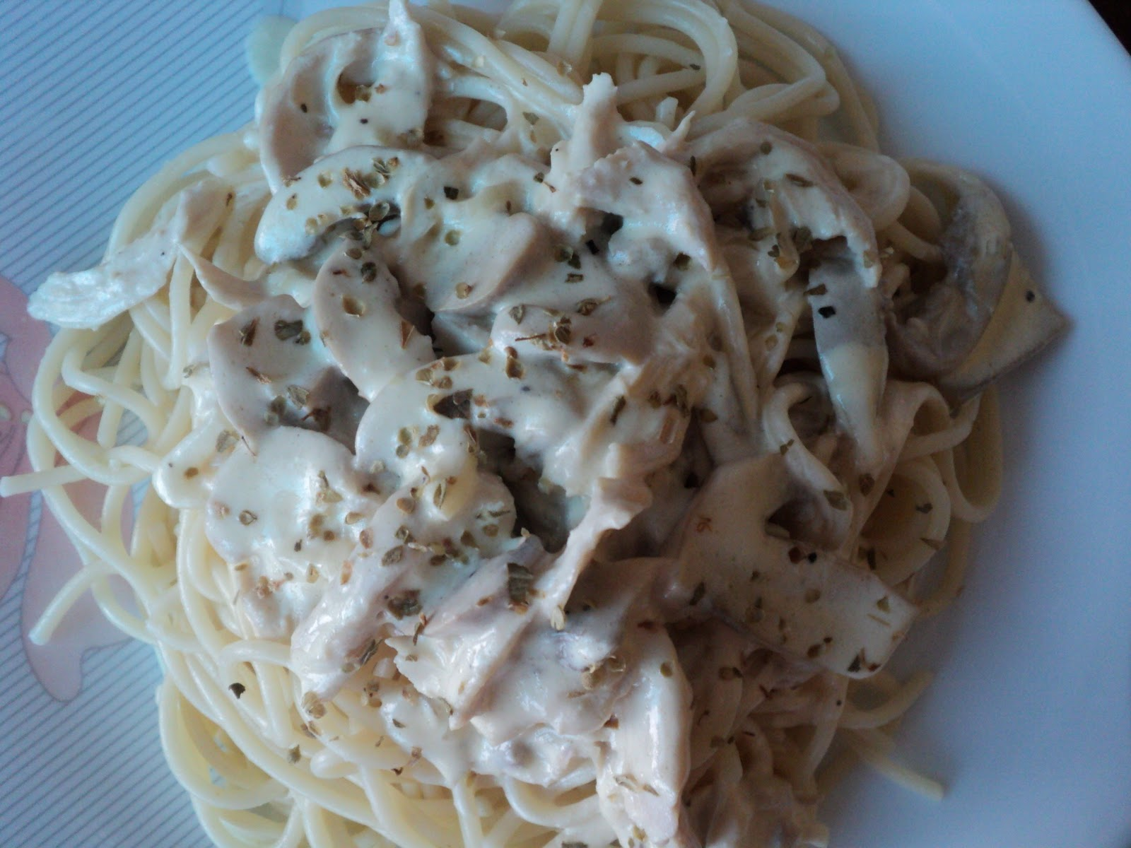 simple creamy chicken and mushroom spaghetti