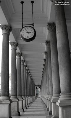 culoarul cu ceasuri din Karlovy Vary