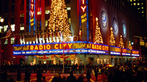 Radio City Music Hall at Christmas, New York.jpg