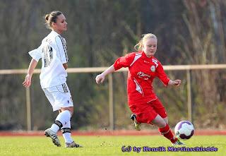 FSV - - FSV Gütersloh (rot) vs. Bayer 04 Leverkusen (weiss) - Fussball B-Juniorinnen Regionalliga am 24.03.2012 i. Spz. Ost in Gütersloh----------------------------------------------------------------------------------------Copyright by:Henrik MartinschleddeMöllenbrocksweg 10633334 GüterslohTel.: 05241/2331991Mobil: 0173/2627211Mail: henrik.martinschledde@t-online.de