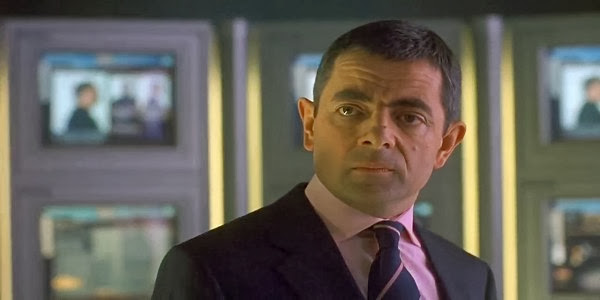 Screen Shot Of Hollywood Movie Johnny English (2003) In Hindi English Full Movie Free Download And Watch Online at Alldownloads4u.Com