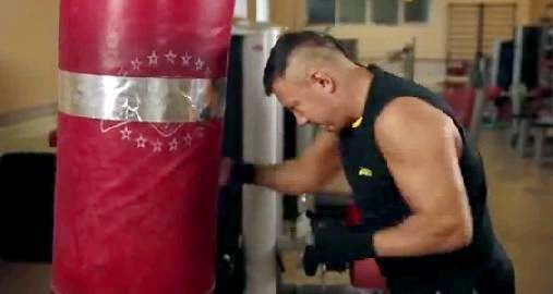 Фото: Костя Цзю, слабые удары по боксерскому мешку