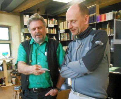Mit Thomas Bücksteeg in der Bibliothek der Europäischen Märchengesellschaft auf Schloss Bentlage, Rheine