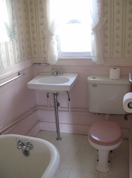 An urban cottage master bath for Bathroom ideas 1940
