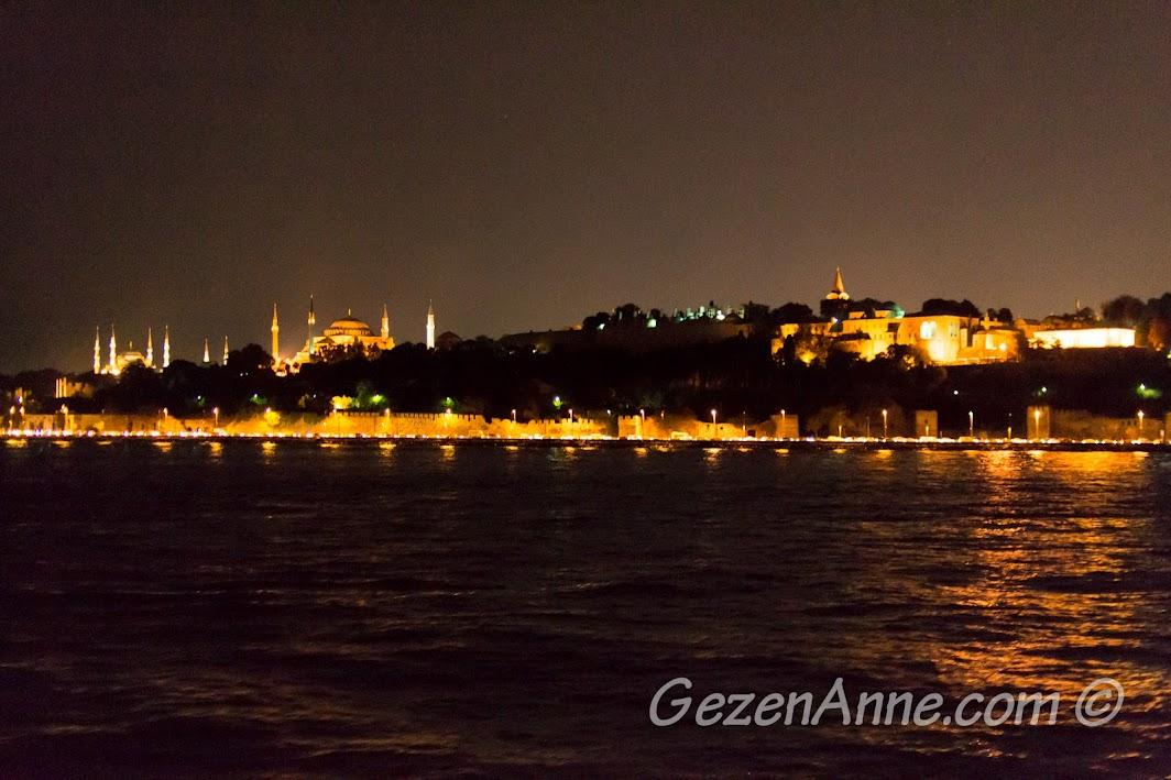 Gece Topkapı Sarayı ve Sultanahmet manzarası