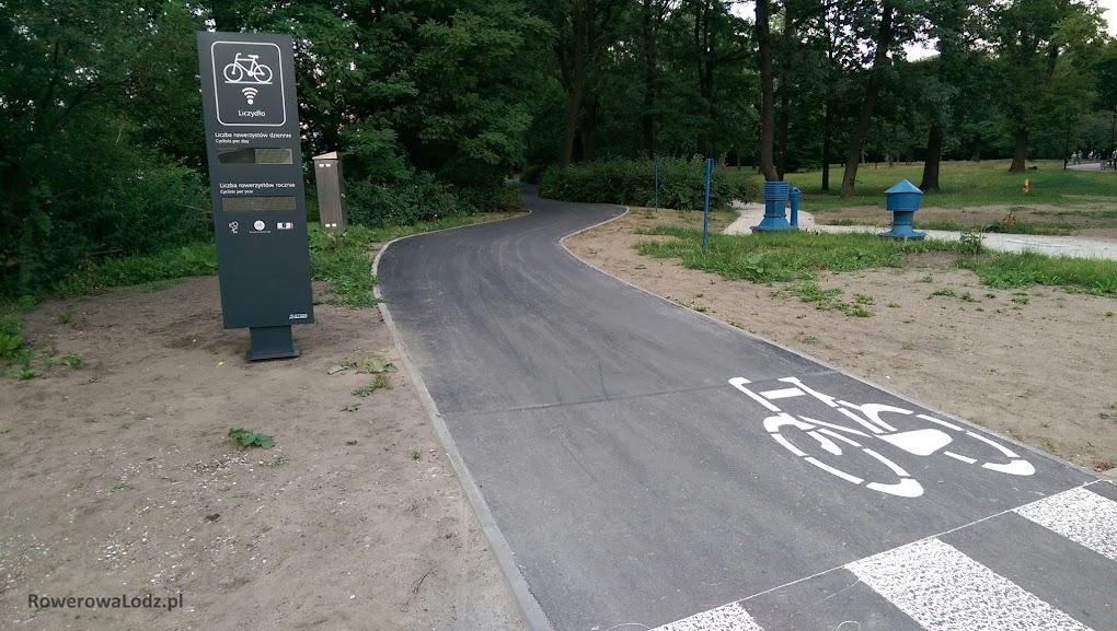 Liczydło stanęło już przy nowe DDR przy parku Poniatowskiego. Tutaj pętle zatopiono jeszcze na etapie budowy