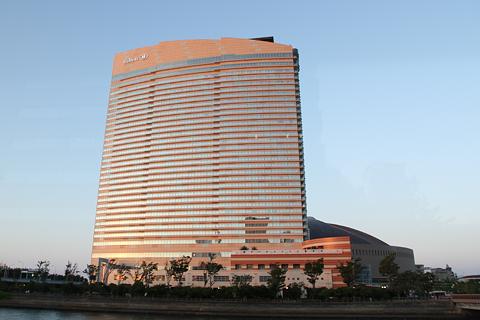 西日本鉄道「福岡オープントップバス」 赤塗装 車窓 ヒルトンホテル&Yahooドーム