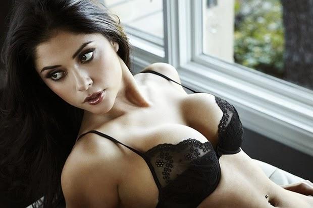 Khuôn ngực đẹp mê hồn của ring girl Jade Bryce