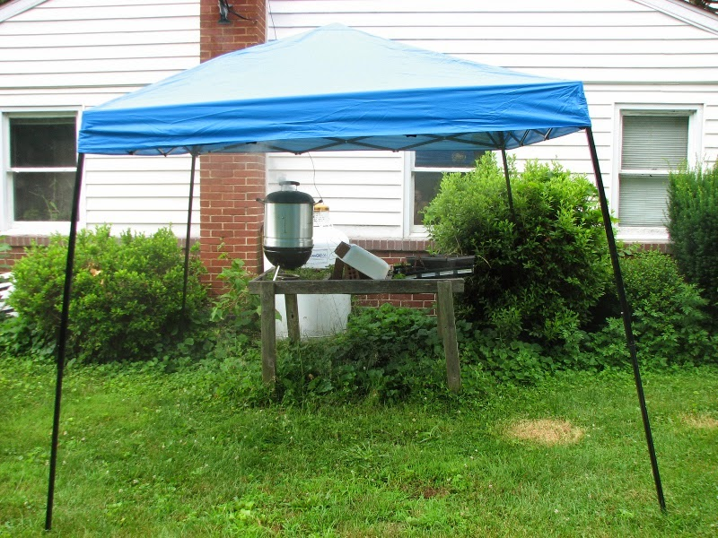 20140621_smoked_beer_can_chicken_awning.JPG