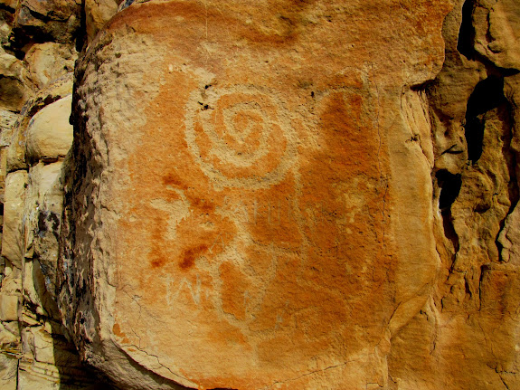 Petroglyph with strange inscription scratched across it (PAKURAR LAS ELLO A7 1912)