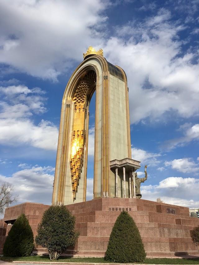 Памятник Исмоилу Сомони