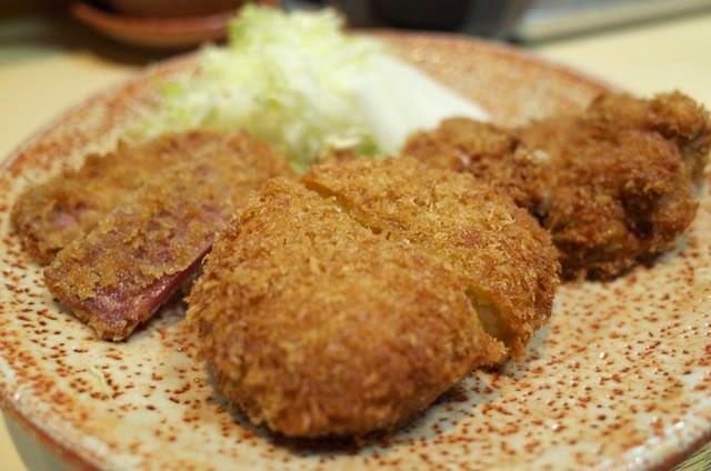 とりかつ、コロッケ、ハムカツの3種の人気定食
