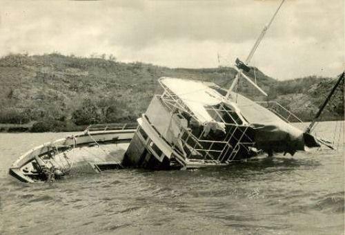 MV Joyita là một con tàu buôn rời Samoa chở theo 16 thủy thủ và 9 hành khách.
