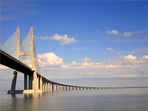 Самый длинный мост в Европе Васко да Гама фото
