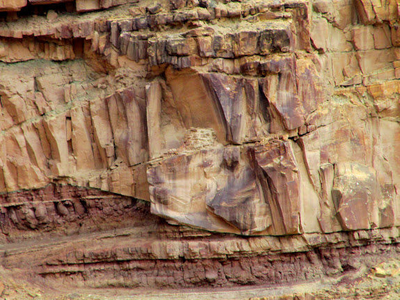 Granary hidden in the cliffs