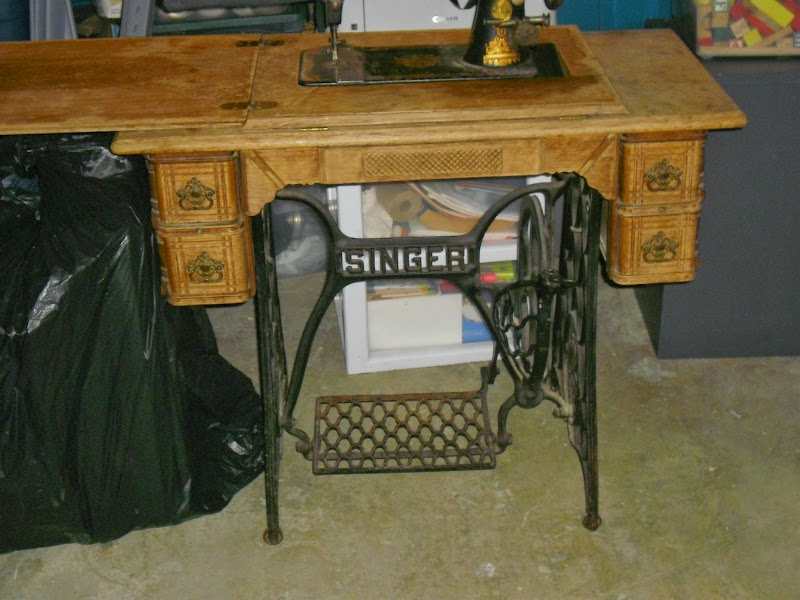 Vintage Singer Sewing 40 Machineworth Using Welcome To The Cool How Much Are Old Sewing Machines Worth