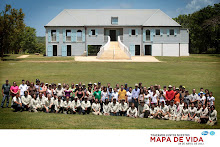 Foto grupal de empleados del Fideicomiso y de Pfizer en la Hacienda La Esperanza.