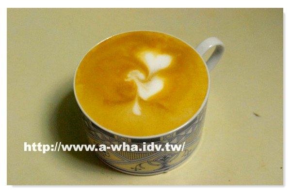 【在家煮咖啡系列】A-WHA & KATE 不低調夫妻咖啡拉花不專業展示(八)