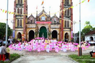 Giáo xứ Dưỡng Điềm dâng hoa kết thúc tháng Mân Côi