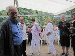 2ο αντάμωμα Παναγουλαίων-Χορεύει ο ηλικιωμένος Φώτης Παναγούλιας