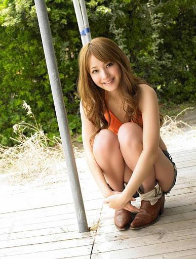 Asian Model Nozomi Sasaki Vyj sitting