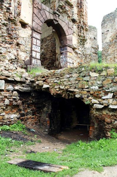 Bodzentyn - wejście pod bramę
