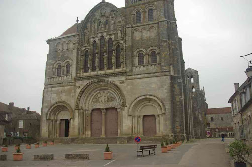 Vézelay : la façade de la basilique Sainte-Marie-Madeleine