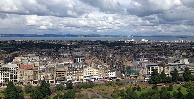 Blick auf Newtown Edinburgh mit Hafen
