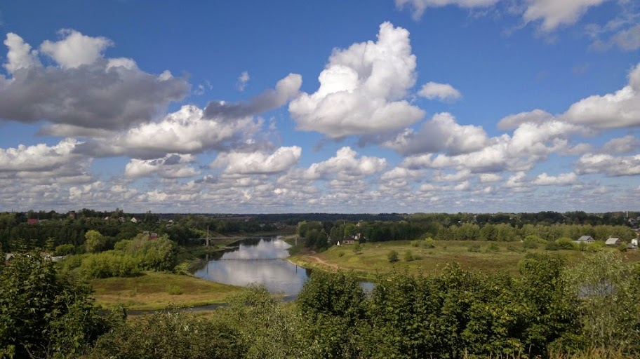 Река Волга (вид с мемориала героям Ржевской битвы в Зубцове)