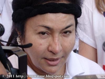 1st Lady yang kelihatan jahil ketika ditanya oleh wartawan selepas