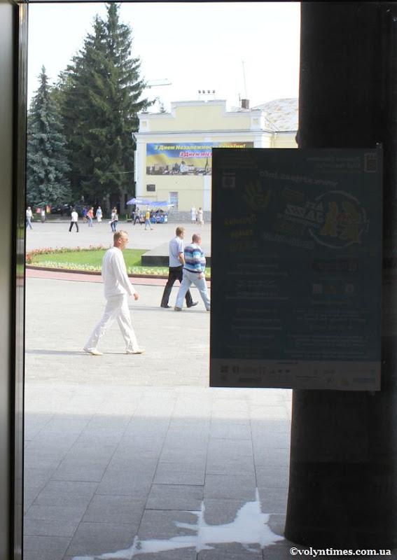 С. Годлевський щойно вийшов з Драматичного театру - 15.11