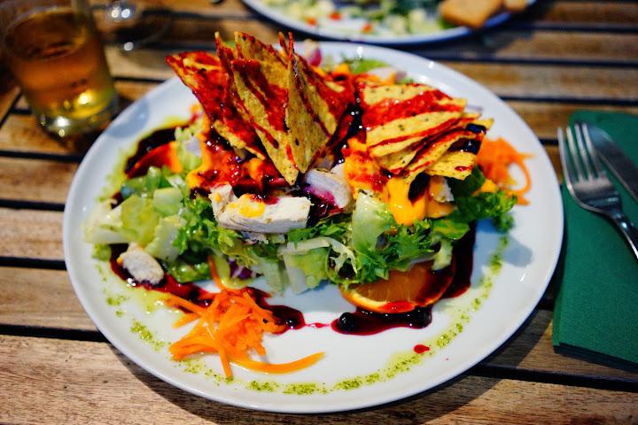malaga restaurante lechuga ensalada americana