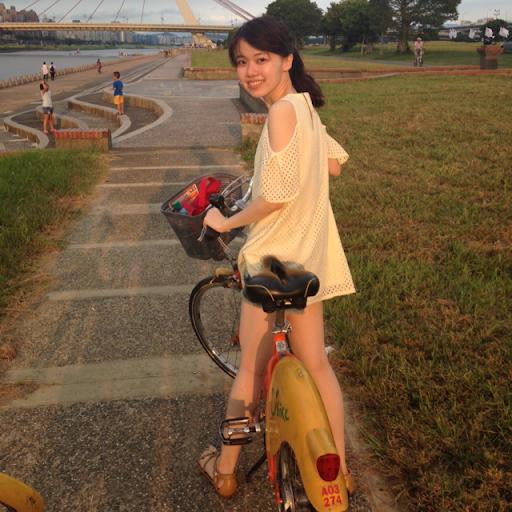 Esther Wang Photo 33