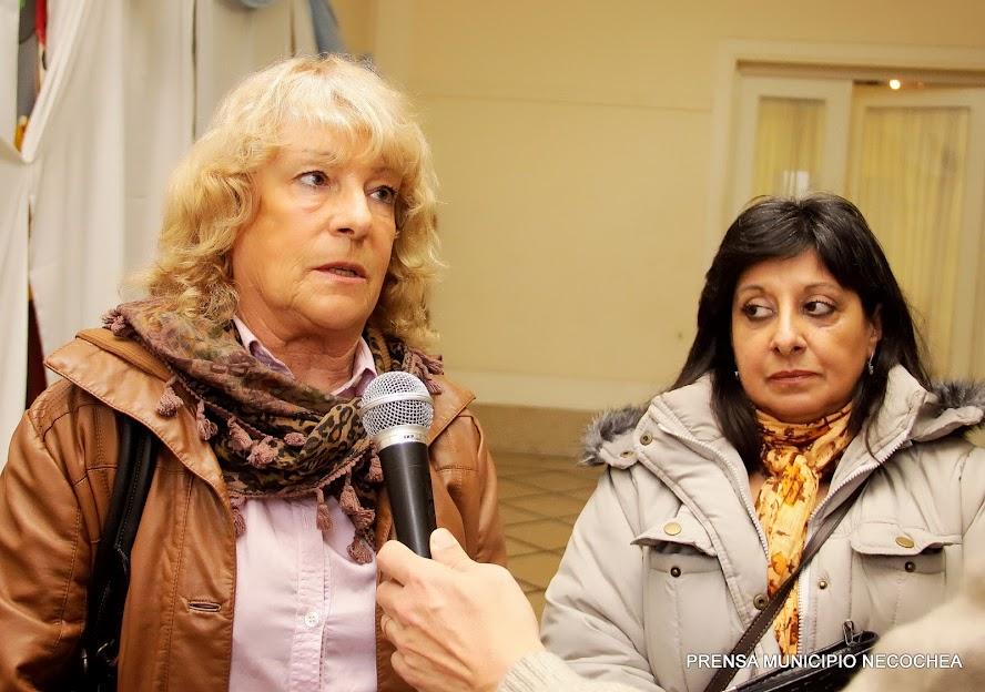 Ana María Cattáneo del Centro de Ayuda al Animal de Necochea CAAN y Gloria Resuene de la asociación civil AMAN