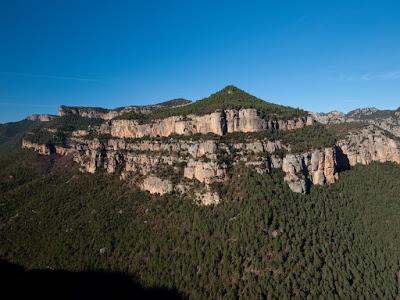 El Castellot, a l'altra banda de la Vall d'Ora