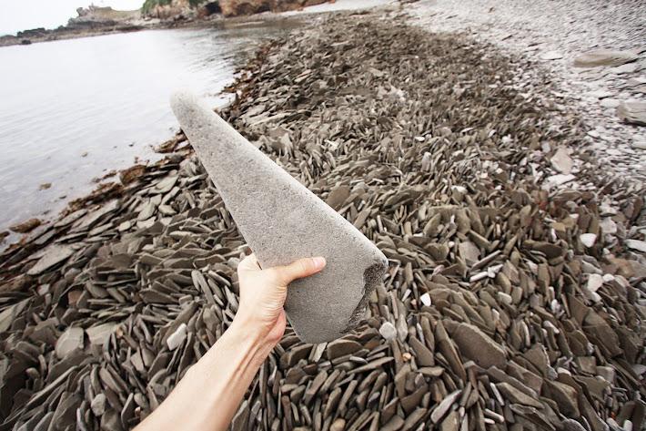 人工的な形の石