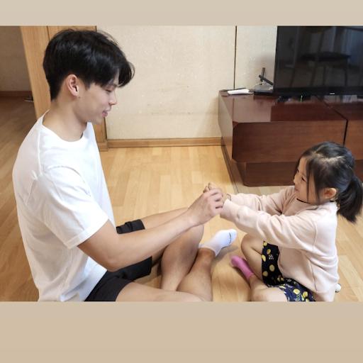 Kyu Hwang Photo 27
