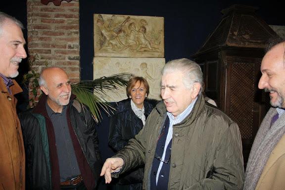 Antonio Gamoneda saluda a los miembros de Alaire en León
