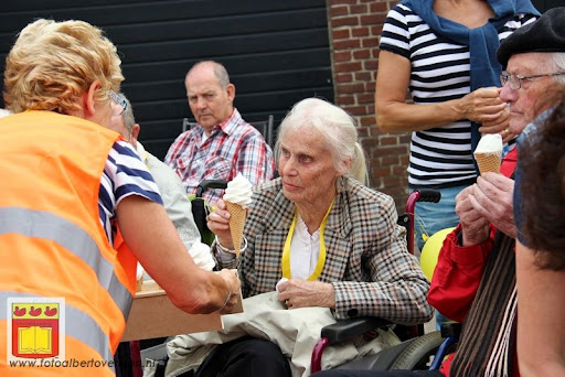 Rolstoel driedaagse 28-06-2012 overloon dag 2 (16).JPG