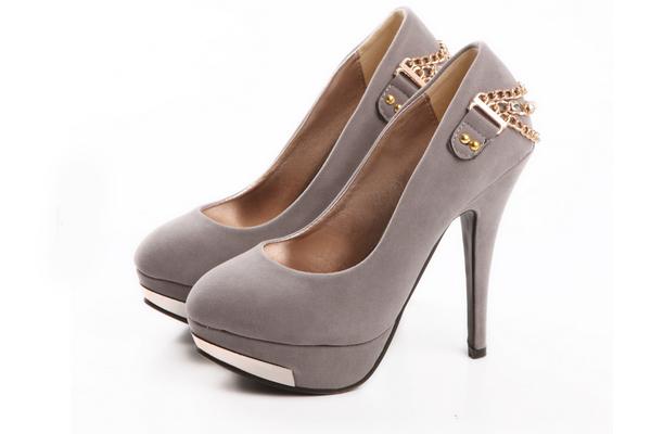 Giày gót cao nữ Carnival giá chỉ có 450.000 đ giảm 69