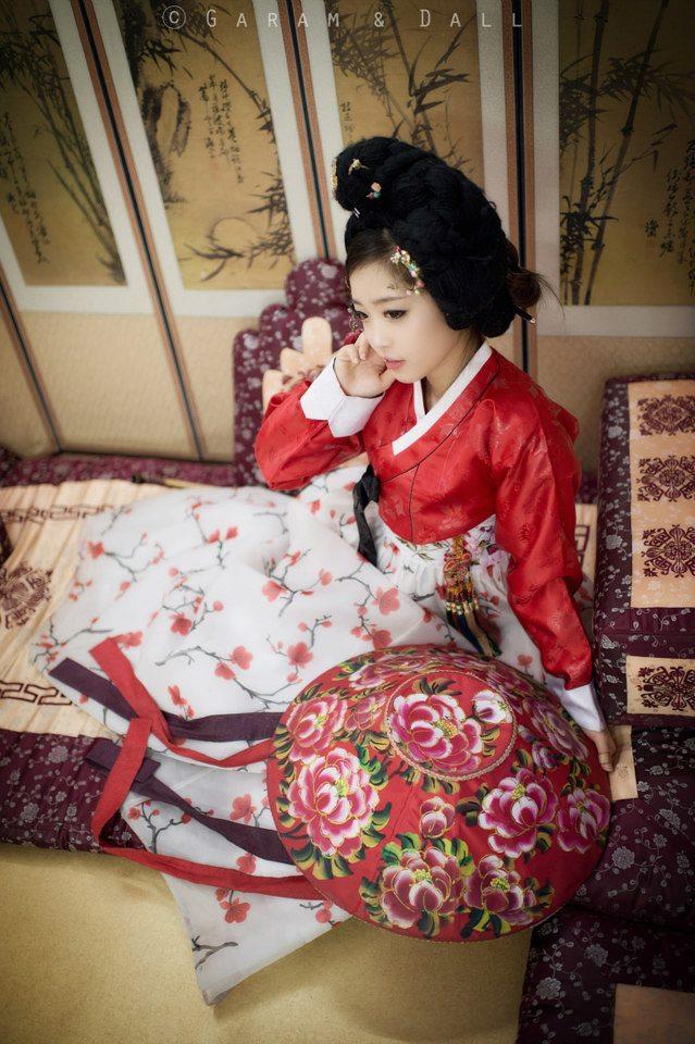 Tomia gợi cảm với trang phục truyền thống Hanbok - Ảnh 2