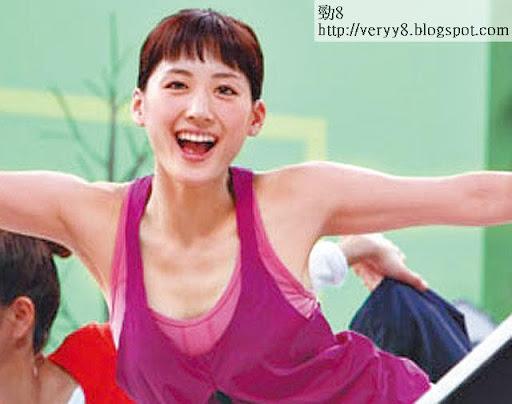 為健康飲品拍廣告,綾瀨遙繼續封胸,不過伊人為靚靚減肥,瘦到心口見排骨。