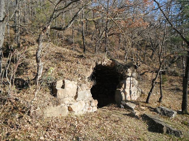 Bassa de Serra-Xica (dita també Cova d'Aglans)